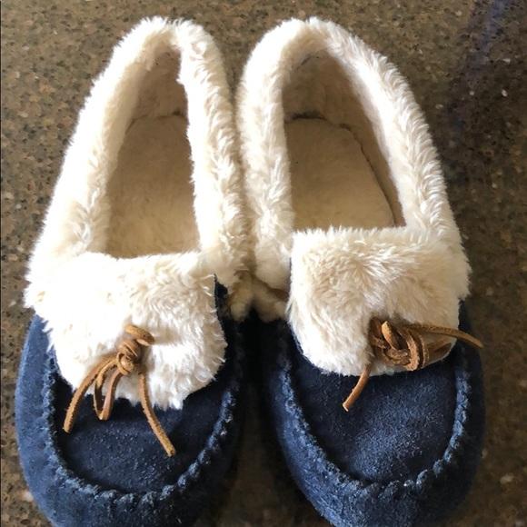 251711510 Cabela's Shoes | Cabelas Slipper | Poshmark